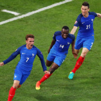 MARSEILLE, FRANCE - JUNE 15:  Antoine Griezmann of France celebrates with Blaise Matuidi and Laurent Koscielny after scoring his sides first goal during the UEFA EURO 2016 Group A match between France and Albania at Stade Velodrome on June 15, 2016 in Marseille, France.  (Photo by Lars Baron/Getty Images)